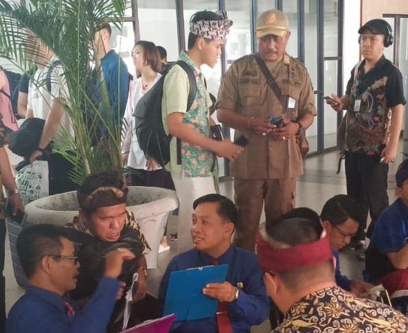 11 Guide Bodong Tanpa Busana Adat Bali Terciduk di Bandara Ngurah Rai