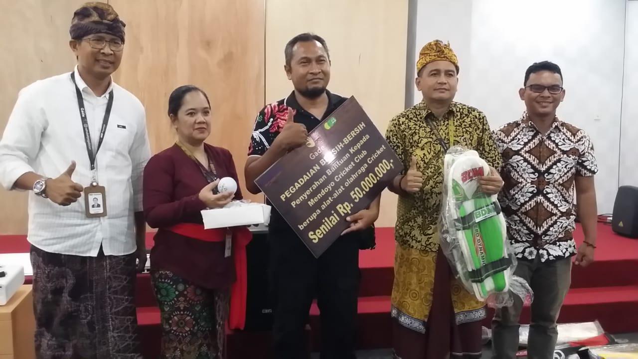 Pegadaian Kanwil Denpasar Serahkan CSR Rp50 Juta Kepada Mendoyo Kriket Club Jembrana