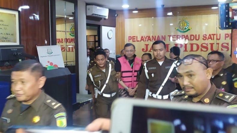Jadi Tersangka, Kejagung Jebloskan Eks Dirut Jiwasraya Hendrisman Rahim ke Tahanan
